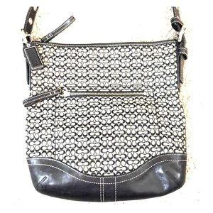 💕 Coach black gray signature crossbody purse 💕